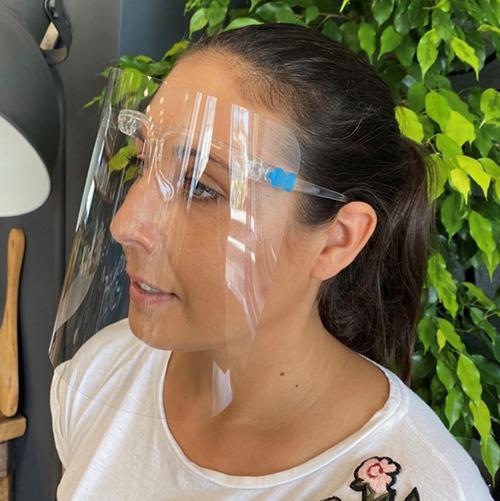 Siti zaščitnih mask? Tu je odlična alternativa: Ultra lahek vizir za večkratno uporabo